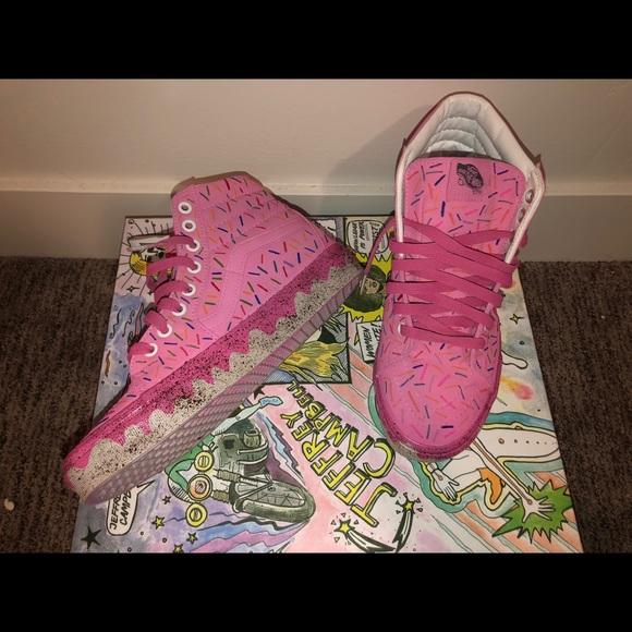 pink donut vans